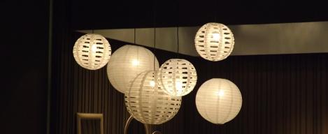 La llum i la il·luminació: darreres tendències en decoració i interiorisme vistes a la Fira de Milà. Les pantalles de paper, un clàssic dels últims temps. Un article de @SeseJover