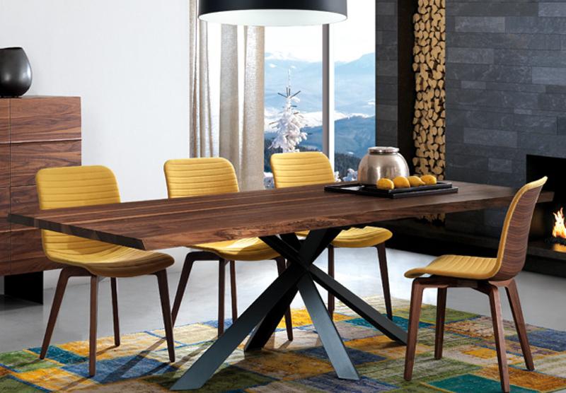 Consells pràctics a l'hora de comprar una taula de menjador amb @sesejoverinteriors. Taula d'Oliver B.Group